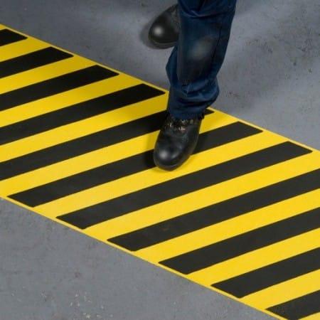 Ruban adhesif antiderapant avertisseur de danger large