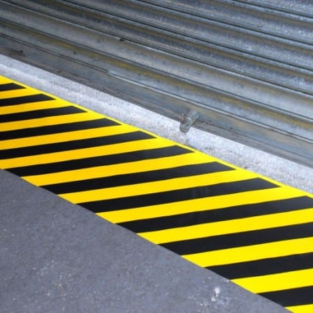Ruban adhesif antiderapant avertisseur de danger porte de garage