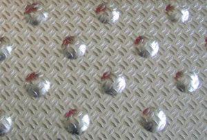 Dalle podotactile aluminium striée